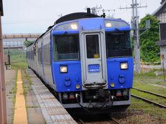 終点の長万部駅には11:13に到着。 ここから、11:30発の特急『北斗8号』で函館駅へ。