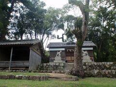お食事の後は付近を少し歩いてみます。  中山農村歌舞伎舞台ってのは、ここかしら? (未確認なので違うかも)