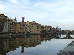 フィレンチェ アルノ川にくっきりと風景が