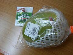 キーツマンゴー  恩納村にある「おんなの駅なかゆくい市場」で買い、ホテルの冷蔵庫で冷やして食べました。  見切り品なのに1300円もしましたが、本当に美味しかった!!!