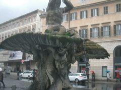 バルベリーニ広場。トリトーネの噴水。