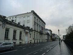 国会議事堂脇をブリュッセル公園方面へ歩く