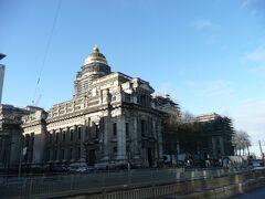最高裁判所 J. ポラールの設計による、高さ100メートル以上、2万6千平米の面積をもつ巨大建造物で、1883年に完成との事です。