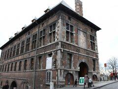 シタデル近くのインフォが入っていた建物。昔は何に使われていたのでしょうか。