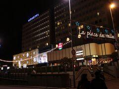 ホテル前の広場にもイルミネーションがされていました。  ホテルに着いたのは23時半。長い1日でした。   2011冬のアルザス1泊2日★1 チュルクハイム周辺 http://4travel.jp/travelogue/10715387 2011冬のアルザス1泊2日★3 ストラスブール http://4travel.jp/travelogue/10744398