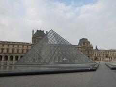 5日目(パリ自由行動1日目) ルーブル美術館朝早く行ったので、 まだ観光客も殆どいません。