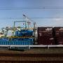 西九条からはJRに乗り換え。貨物ターミナルがあったりとだんだん港っぽい光景になってきます。