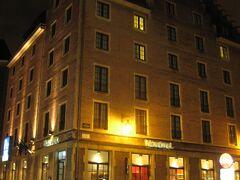 「ゴーフル・ドゥ・ブリュッセル」はエスパーニャ広場に面した場所にありますが、近くには名のあるチェーンホテルが並んでいました。ノボテルもこのようなクラシックな建物です。