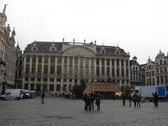 こちらは東側にある「ブラバン侯爵の館」 現在はホテルやレストランとして用いられています。