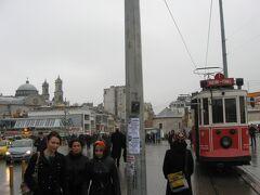 タクスィム電停に到着したノスタルジック・トラムヴァイ。