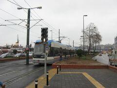 ガラタ橋を越え、エミノニュ電停で下車します。
