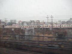 名鉄のパノラマスーパーが並走する区間に入ると、まもなく名古屋駅です。 トルコ航空機とJRの列車が定刻通り動いてくれたおかげで、この名古屋を本拠地とするSKE48が初出場を果たす明日の紅白歌合戦も、何とか無事に観ることができそうです。