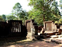 最初に到着したのは、アンコール遺跡の中で最古の寺院といわれるPreah Ko。