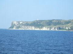 2006/12/5~18 沖縄14日間(初粟国) http://4travel.jp/traveler/yasu_happy_go_lucky/album/10167623/ 14日間の沖縄本島。12泊はムーンビーチホテル(1泊2000円)。13日間レンタカー1日1000円。格安の14日間の旅でした。途中で写真の粟国島へも。でも日帰り(笑)その日その日でどこ行くか決めるというまあ適当な14日間でした。前回知り合ったムーンビーチ近くの食堂のおばちゃんにはお世話になりました。ほぼ毎日夕食はここでしたね。ツアーについていた格安レンタカー。私が13日も利用したことで次のシーズンから格安は4日までと限定されてしまいました(笑)  沖縄全体  4回目 沖縄本島  3回目 古宇利島  2回目 美ら海水族館3回目
