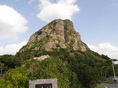 2007/12/12〜20 本島・伊江島・宮古島・大神島・伊良部島・下地島 http://4travel.jp/traveler/yasu_happy_go_lucky/album/10204124/ 行ったことない島どこに行こうか?美ら海水族館から見えた島が気になり伊江島へ行きあのタッチューに登り自転車で一周。アップダウンがあってきつかったな。あとは初宮古・初伊良部島。下地島でタッチアンドゴー。宮古の宿で一緒だった方と飲みに行く。ここから地元の方や旅行客と飲みに行くようになる。  沖縄全体 10回目 沖縄本島  6回目 伊江島   1回目 宮古島   1回目 伊良部島  1回目 下地島   1回目 大神島   1回目 美ら海水族館6回目