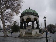 [ドイツの泉] ドイツから寄贈された八角形の建造物。