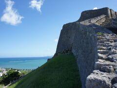 そそ、勝連城へ行きたかったのです。 太平洋と東シナ海を眺めれますし、なにより風が気持ちいい。