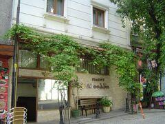 宿泊の Hotel Alaaddin.  スルタンアフメッド駅から150m程と便利だったが,部屋は清潔ではあるが狭かった.