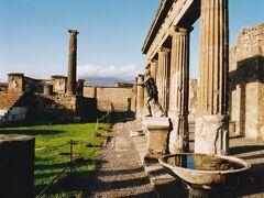 ナポリ近郊の古代都市ポンペイ