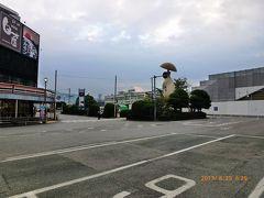 新山口駅前はあまり何もないです。  栄えているのは新のつかない山口駅の方なのでしょうね。