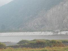 北朝鮮は図門江からすぐに山になります。