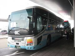 大阪空港交通のリムジンバスを、第1ターミナル前で下車します。