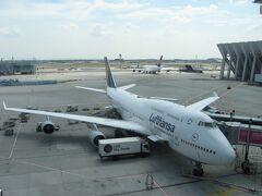 2013年7月18日 関西国際空港からのLH741便でフランクフルト国際空港に無事到着。 機材は今や希少価値の高くなったボーイングB747-400でした。