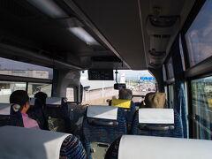 能登空港から金沢行きのバスに乗車。 乗ること2時間ほど。長い!!  しかしバスの揺れは心地よく、大口を開けて爆睡。