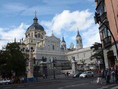 アルムデナ大聖堂  実際に建設されたのは20世紀ですが、構想は16世紀から何度もあったのだそうです。