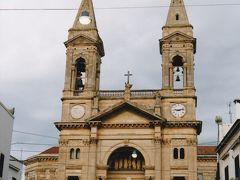 カゼルタ宮殿がある街の教会