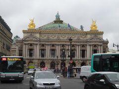 まずはパリの中心オペラ座の目の前から地下に潜る