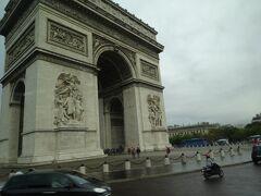Charles de Gaulle Etoile駅に到着 地上にでると凱旋門