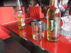 15時半。「バー運雅」に入る。35元の雪花ビール。