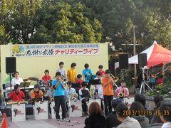 駅前にステージができていて舞子高校のジャズ演奏