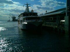 ファンタジー号に乗って神戸港をクルージング