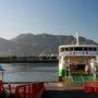 呉線で三原駅に到着したら予約してあったレンタカー会社の営業所へ。港に停泊しているこの船、佐木島の向田と掲げられているので、朝金色に輝く海霧の中を通ってきた船のようです。この船から海霧を見たらどんな感じだったのでしょうかねぇ?朝一のこの航路に乗ろうとしたら佐木島に宿泊する必要があると思いますが・・・