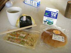 石垣島 最終の食事。 マエザト商店で購入。