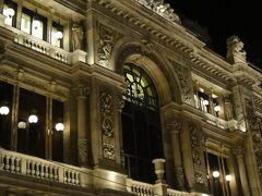 こちらはスペイン銀行本店。19世紀末に建設された立派な建物です。