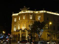 リナーレス宮 Palacio de Linares は Casa de America とも呼ばれ、中南米との文化交流のための展示会や映画、催し物が行われます。