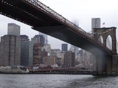 ブルックリンブリッジをくぐり