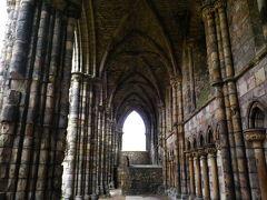 中にある大聖堂は廃墟になっていて、いい雰囲気。