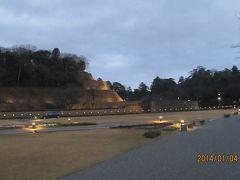 ライトアップされた金沢城 いもり堀方面