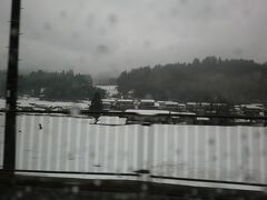 朝から寒く雨催いではあったが10時過ぎに家を出て福知山市をぬける辺りから積雪が残っており、14:20「夜久野ドライブイン」で小休止する内に雪が降り始めてきた。(ふっくらしたお餅が一つと丹波の小豆がタップリ入った御ぜんざいは美味しかった)