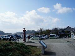 明日香村 飛鳥寺の前にある駐車場を目指す。 飛鳥坐神社に近く駐車場も広いので便利。
