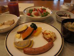 ホテルの朝食って、大好き。 ついつい食べ過ぎちゃいます…(^_^;) 辛子レンコンや、南関あげなど郷土のお料理、 トマトもすごく甘くて美味しい! 美味しい水が豊富なところなので、なんでも美味しくなるんでしょうね。