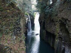 やっと高千穂へ到着! 神々しい真名井の滝に感激です。 子どものころから、来たかったので夢がかないました。