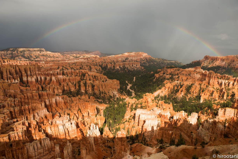 2013年9月13日、米国ブライスキャニオン国立公園。単身赴任中に娘が訪問してくれて、一緒にグランドサークルの撮影旅行に出かけました。ブライスキャニオンでは、途中雨に降られて車の中で雨宿り。雨が上がって外に出るとこのように奇跡のような風景に巡り合いました。
