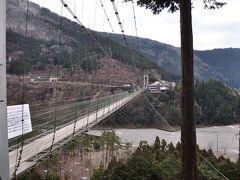 五条バスターミナルは見所が特に無かったのですが、谷瀬ではバス停が谷瀬のつり橋が歩いて数分のところにあり十分見学できます。