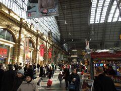 フランクフルトに到着しました。 こちらの駅は、行き止まりのタイプ。この駅を出ると、列車は反対方向に進行します。