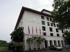 スコータイホテル The Sukhothai Bangkok 別館   サートーンの摩天楼の中にあるのに、一歩門をくぐると別世界。 静かな庭園。  http://www.sukhothai.com